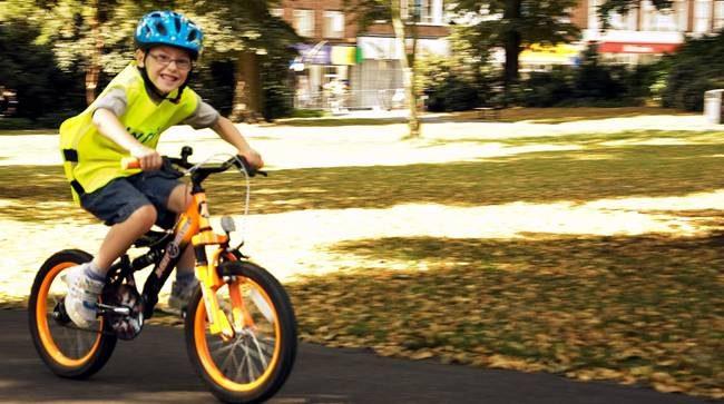 Enseñar A Los Chicos A Andar En Bici