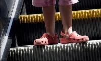 Crocs escaleras mecanicas