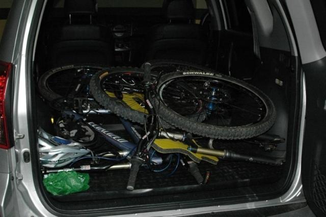 C mo llevar la bici en el coche gu as pr cticas com for Maletero techo coche