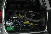 Llevar la bici maletero sin portabicis